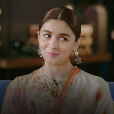 Watch Alia Bhatt and her mother in a Fun and Spontaneous conversation