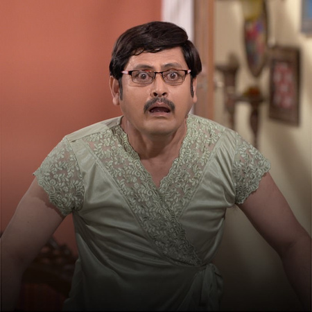 Manmohan is surprised when he learns that Anita has sent him a gift.