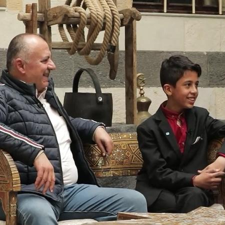 The superstar Zuhair Abdel Karim and Mohammed meet on the set of Al Ka