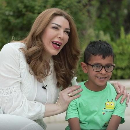 النجمة عبير شمس الدين تتباحث في مواضيع حياتية مع صديقها الجديد، يزن من