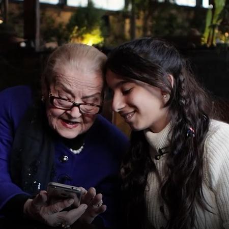 الممثلة القديرة أنطوانيت نجيب تتقابل مع الطفلة جوليان ذات الطموح الكبي