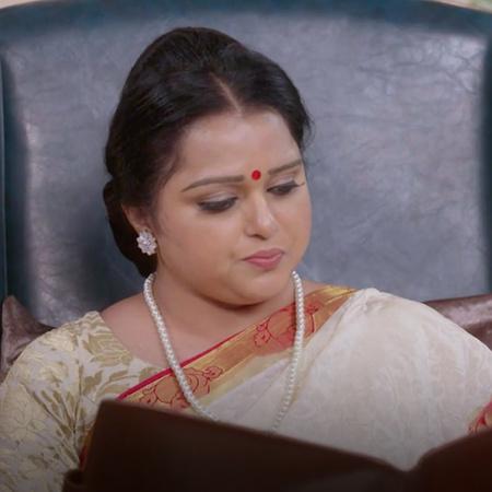 A big danger threatens Abhi at his concert and Priya reveals Pranveer'