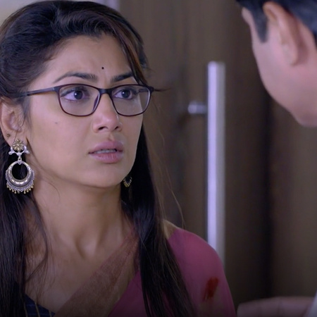 Abhi is in danger and Pragya tries to save him, will she succeed?