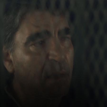 يتشاجر سيف مع زوجته بعدما وجد عقب سيجارة في غرفة النوم، يصفع الضابط سي