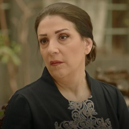 ياسمين تطلب رؤية عزمي بيك في منزلها، ما الذي تخطط له؟