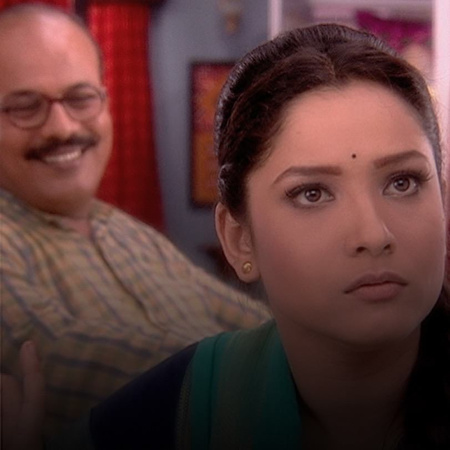 Satish proposes to Jana, while Mazen follows her around to find out wh