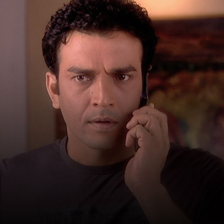 Manusha's family tries to sabotage Satish's engagement to Jana by spre