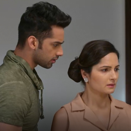 Shwetlana has a nightmare which makes her think that Mahi and Anooraj