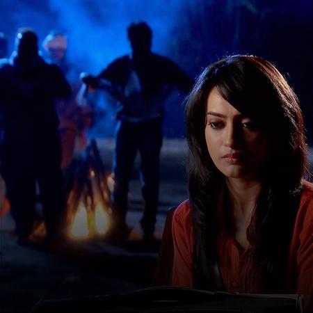 بسبب التعنت الذي تعامل به زويا تقرر مغادرة المنزل والرحيل بعيدا لكنها