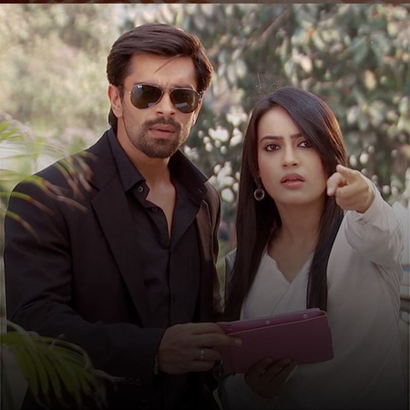 Just when Zoya and Asad are about to get to the murderer, things get o