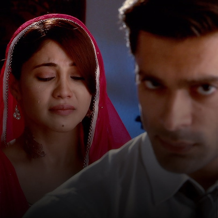 Tanveer comes with a wicked plan to hurt Zoya. But, will she succeed?