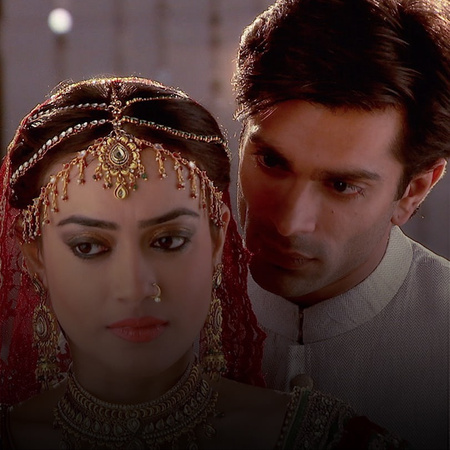 Zoya rages at Asad for not being supportive of her. Ayan is sick of Ra