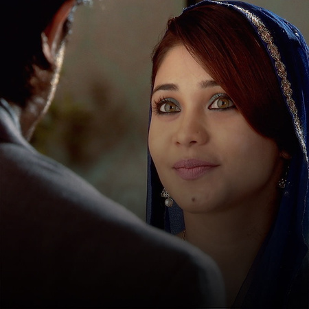 Zoya feels miserable when she moves to her husband's house. Najma does