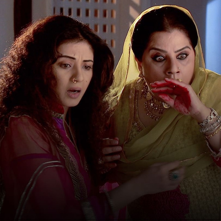 Omira gets devastated once she sees Ayan leaving the house with Shirin