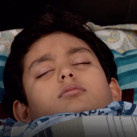 Shaurya is very sick and wants to see Ishaan