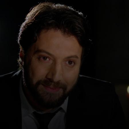 حازم يخرج في عشاء غرامي مع نايا ويقدم لها خاتم، ونايا تكتشف حقيقة مرض