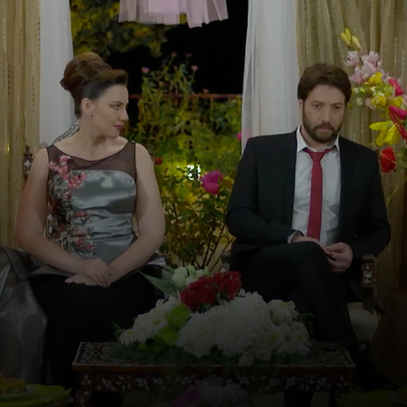 Samer is not satisfied with Naya's engagement to Hazem how will he rea