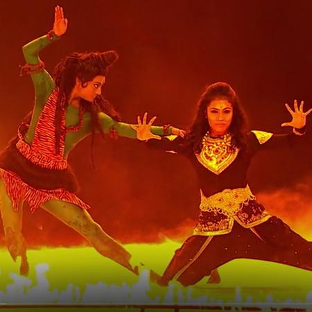 برنامج واقعي راقص يضم الأخوات والمغنيات الراقصات شاكتي وموكتي موهان، ح