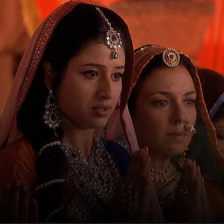 The soothsayer's predictions on Jodha's future leaves Jodha's mother w