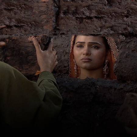 Moti reveals the truth about Adham to the Emperor, Jalal.