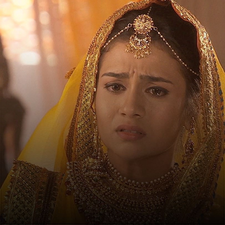 Jalal has a hard time accepting the truth about Maham Anga. Maham Anga