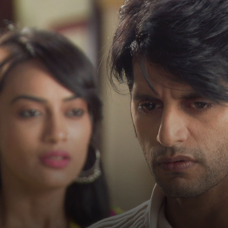 Nada asks Aheel to kick Sanam out of the houst but will he accept her