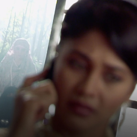 Razia gets Dilshad as a guest to Tanveer's house to get her revenge.