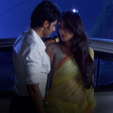 Ahil and Sanam try to confess their feelings to each other.