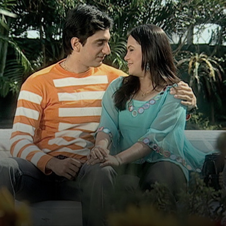 Tushar's good nature pushes him to seek reconciliation between Kareena
