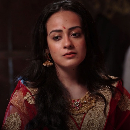 The queen Badi is behind everything happening to the king Indra and Ga
