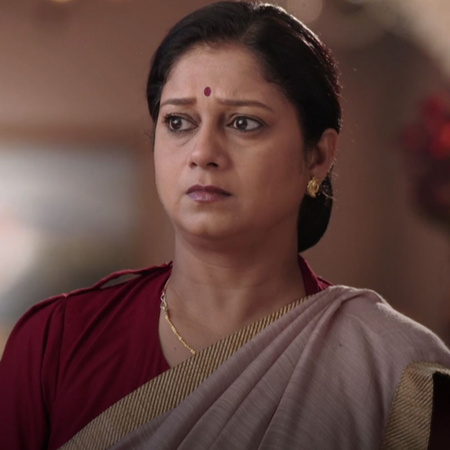 The queen Baadi tells Gayatri the truth and her plans.
