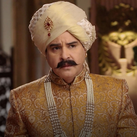 Gayatri helps the king Indra's father to run from jail and he decides