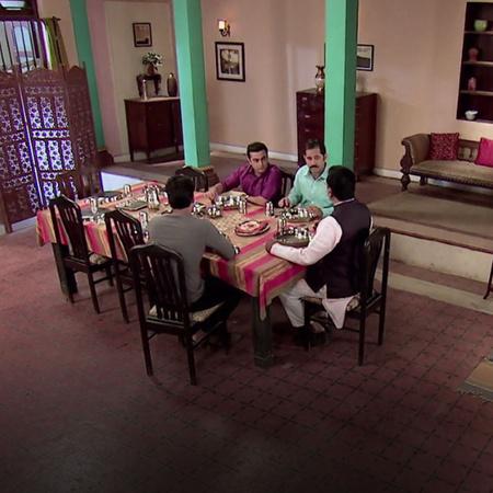 فيكي يختطف بيهو  ثناء تأدية دور مهم في مومباي.
