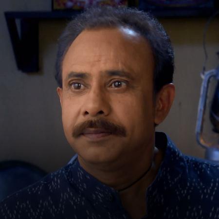 بيان يبيع ذهب زوجته وجدان ليعطي المال لرجل حتى لا يخبر عائلته بما يخبأ