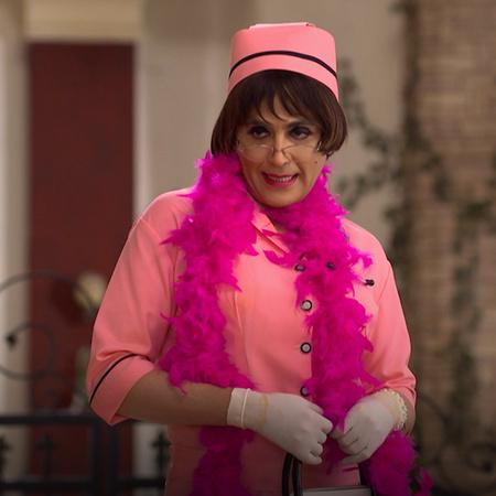 من أجل التقرب من أنغوري، يرتدي فيبوتي ملابس ممرضة. تدرك أنيتا لاحقاً أ