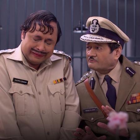 Anita discovers that Angoori is the thief. Vibuti and Tiwari stand gua