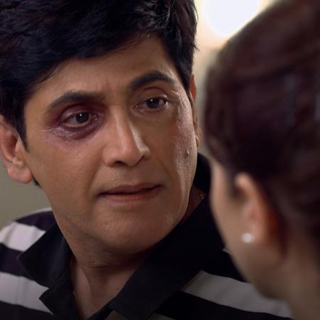 While Tiwari is enjoying his position, Vibuti gets beaten up by terror