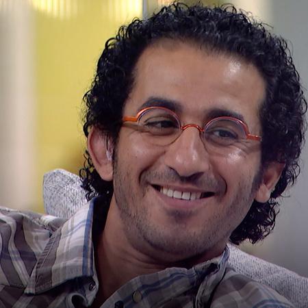 Ahmad Helmy hosts Seef Al Deen on his talk show, Shwayet Eyal