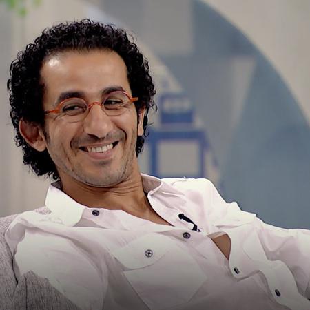 Ahmad Helmy hosts Bader on his talk show, Shwayet Eyal