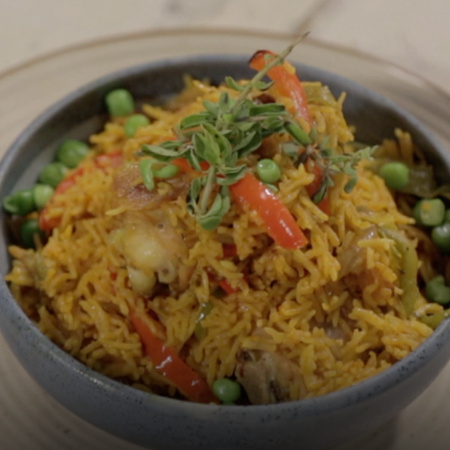Rice with chicken is a delicious and delicious meal