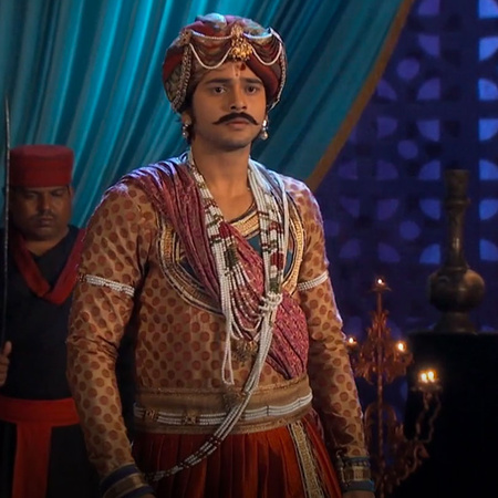 Joudah is being attacked and Jalal is trying to rescue her