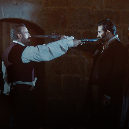 منتورة تصاب برصاصة وفتون تتمكن من الهرب، أما نسر بيك يحاول استدراج ابن