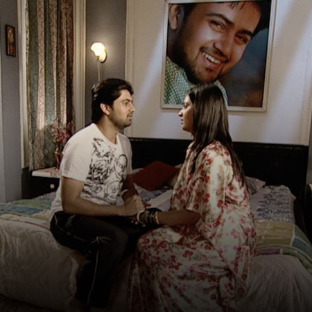 Janhavi is upset at Shree for giving money to her mother. She returns