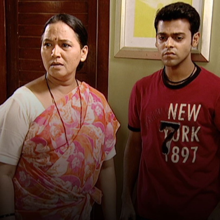 A heated argument between Bhagirathi and Janhavi pushes Shree to leave