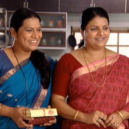 The women decide to send Janhavi and Shree on a vacation.