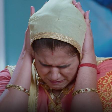 كومال متوترة جدا بسبب البطولة وبعد مشاركة زوجها بالمصارعة أيضاً