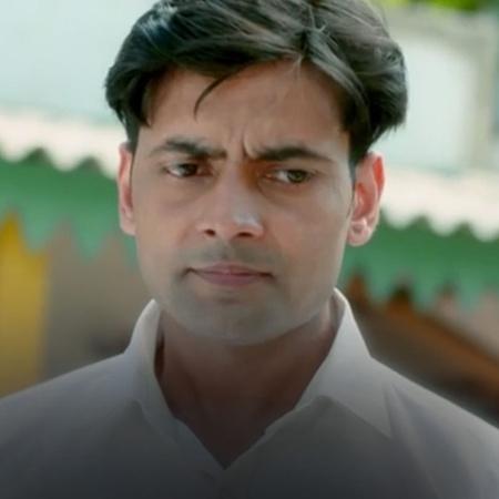 يقتل السائق قوبينات راجو وهي فتاة تعمل في بيت دعارة عند اخذه لها