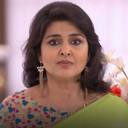 Raki suggests that Karan starts thinking about marrying Brita. Karina