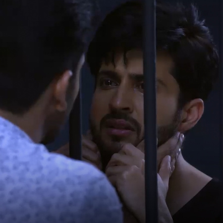 The police arrive at the hotel and Munisha concinves them that Karan h