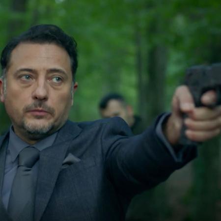 بعد الاتفاق مع فاروق، يجد رامو طريقة للوصول إلى السلاح الذي يمتلكه جها